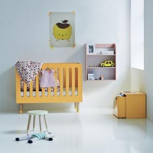 Łóżeczko Play w soczystym kolorze pomarańczy. Fot. Flexa