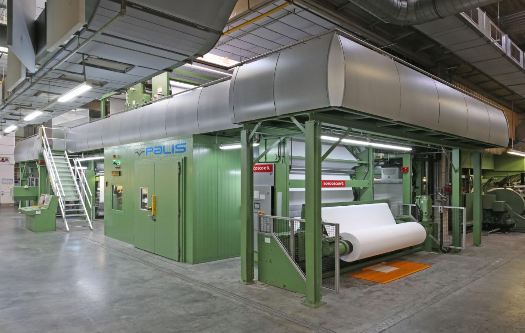 W centrali firmy Schattdecor w Thansau w 2016 roku uruchomiono maszynę cyfrową Palis 2250, która umożliwia zadruk do szerokości 2.250 mm w technice cyfrowej. Fot. Schattdecor