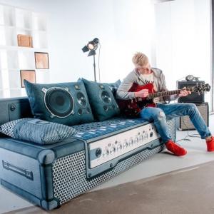 Sofa Play Full w dżinsowym obiciu, dedykowana pokojom młodzieżowym. Fot. Libro
