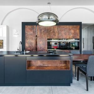 W dużych wnętrzach znajdzie się miejsce na sporą wyspę kuchenną. Fot. Studio Repeccy/Max Kuchnie