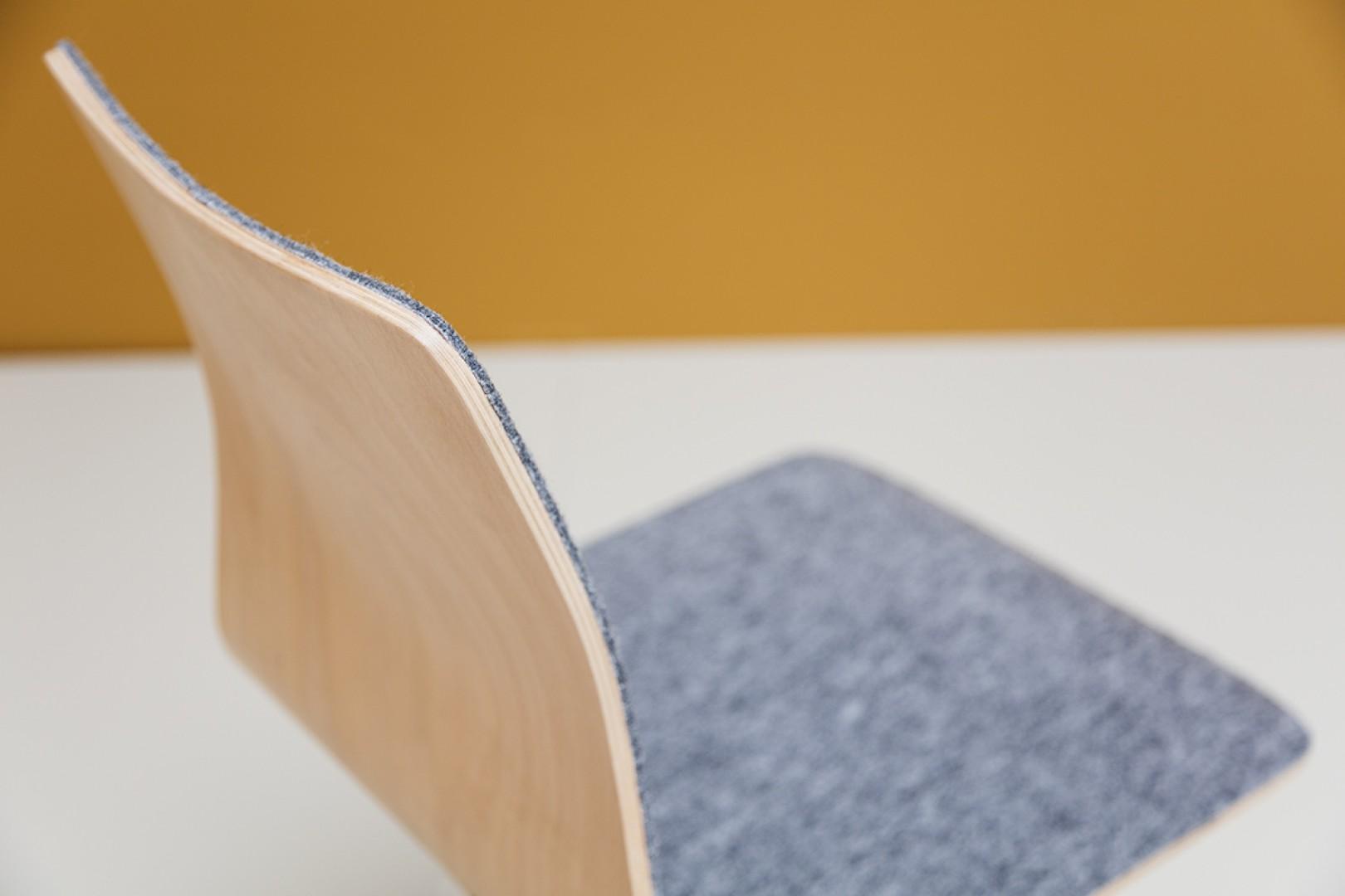 Krzesło Linar Plus firmy Noti z nowym filcowym wykończeniem. Projekt: Piotr Kuchciński. Fot. Noti