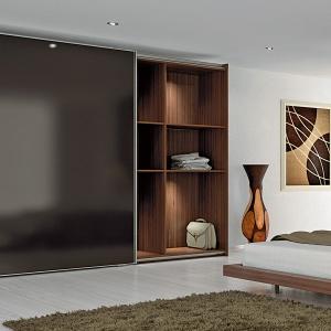 Systemy do drzwi przesuwnych idealnie spełniają wymagania nowoczesnego mieszkania. Fot. Hettich