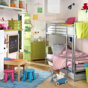 W pokoju dziecka trzeba uwzględnić miejsce do wypoczynku, ale ważna jest również przestrzeń do zabawy. Fot. Westwing.pl