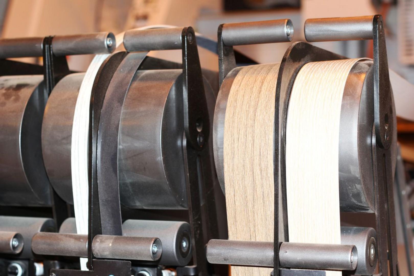 Biesse Stream - automatyczna linia do okleinowania płyt meblowych. Fot. Teknika