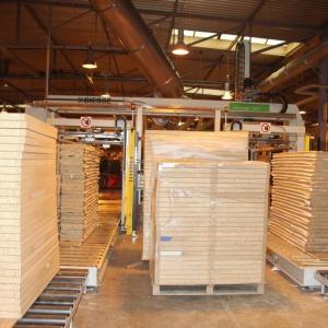 W wieruszowskiej fabryce Helvetia Meble do produkcji mebli wykorzystywane są płyty wiórowe, MDF oraz komórkowe. Fot. Teknika