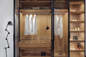 Stylowa garderoba - z przeszklonymi drzwiami