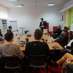 Spotkanie studentów z prezesem zarządu firmy Gamet Pawłem Szczepkowskim. Fot. Gamet