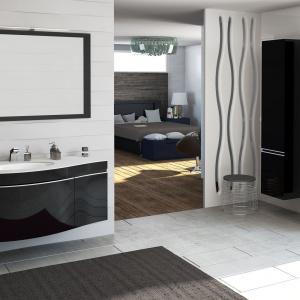 Bezuchwytowy system otwierania frontów podkreśla nowoczesną stylistykę kolekcji łazienkowej. Fot. Devo