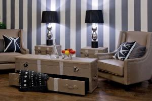 Przechowywanie w salonie. Praktyczne kufry i skrzynie