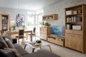 Meble w salonie. 10 pomysłów na kolekcje z rysunkiem drewna