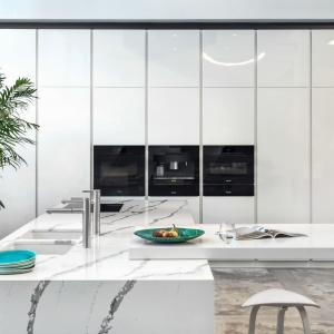 Model kuchni Z1. Lakierowane fronty doskonale prezentują się na dużych powierzchniach. Fot. Zajc Kuchnie