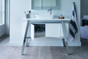 Meble łazienkowe zaprojektowane przez Starcka