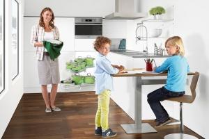 Stół w kuchni. Sprytne pomysły na małą jadalnię