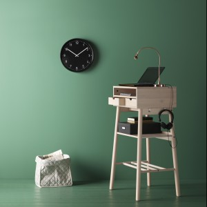 Biurko Knotten jest tak małe, że zmieści się wszędzie, a jednocześnie ma miejsce do przechowywania przedmiotów. Fot. IKEA