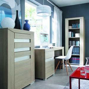 Meble z kolekcji Madras rozjaśnią domowe biuro swoją przytulną kolorystyką. Fot. Meble Wójcik