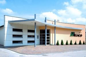 Firma Melaco finalizuje kontrakty na zakup maszyn