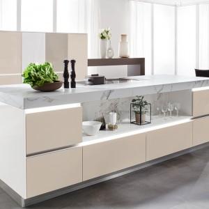 Kuchnia, w której wykorzystano szkło Smart Glass. Fot. Ballerina