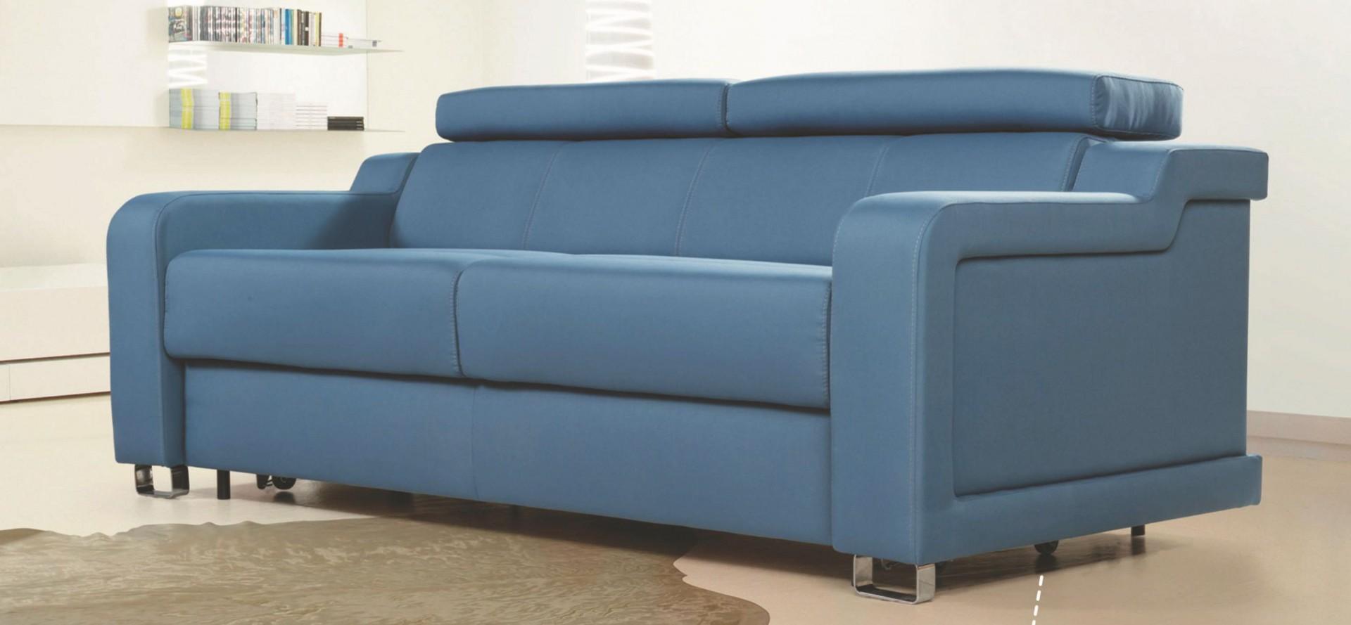Sofa Andria firmy Meblomak wyróżnia się ciekawą formą. Fot. Meblomak