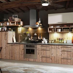Kuchnia firmy Kam. Wzór: Sosna Bramberg. Fot. Kam