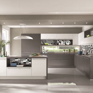 Kuchnia Touch to modne połączenie bieli i szarości. Fot. Nobilia