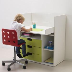 System Stuva dopasowuje się do dzieci. Dawniej przewijak, dziś funkcjonalne biurko. Fot. IKEA