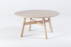 Stoliki na drewnianej podstawie