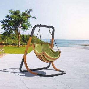 "Ogrodowy fotel wiszący ""Alpha"" marki Bica Design. Fot. Bica Design/4IQ Group"