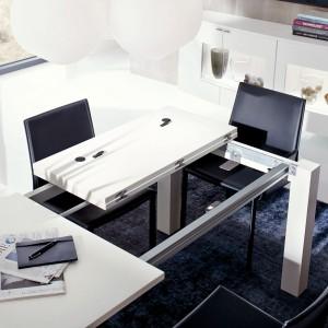 Stół T 50 rozkładany dostępny jest w kilku opcjach wykończenia. Fot. Hülsta