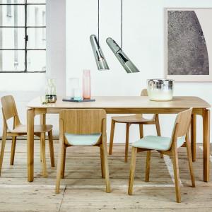 Kolekcja Leaf to meble z naturalnego drewna i nowoczesnej stylistyce. Fot. Ton