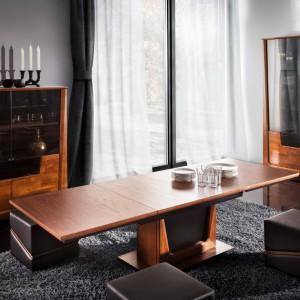 """Stół z kolekcji """"Maganda"""" (Mebin) po rozłożeniu znacznie zwiększa swoją powierzchnię. Fot. Mebin"""
