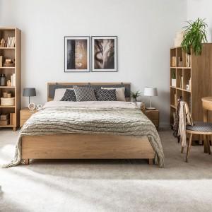 W przestronne sypialni znajdzie się miejsce na regały z książkami. Fot. Vox