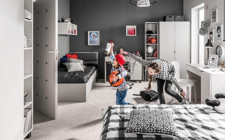 Meble z tej samej kolekcji pozwolą wygodnie urządzić pokój dla dzieci w różnym wieku, jednocześnie nie faworyzując żadnego z nich. Fot. Vox