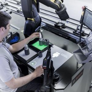 Bosch zmienia roboty we współpracowników. Fot. Bosch