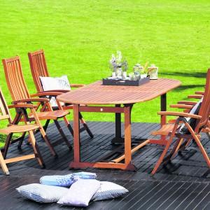 Meble ogrodowe pozwolą spożyć poislek w ogrodzie w komfortowych warunkach. Fot. JYSK