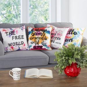 Różnokolorowe poduszki wniosą pozytywną energię do całego wnętrza. Fot. Eurofirany