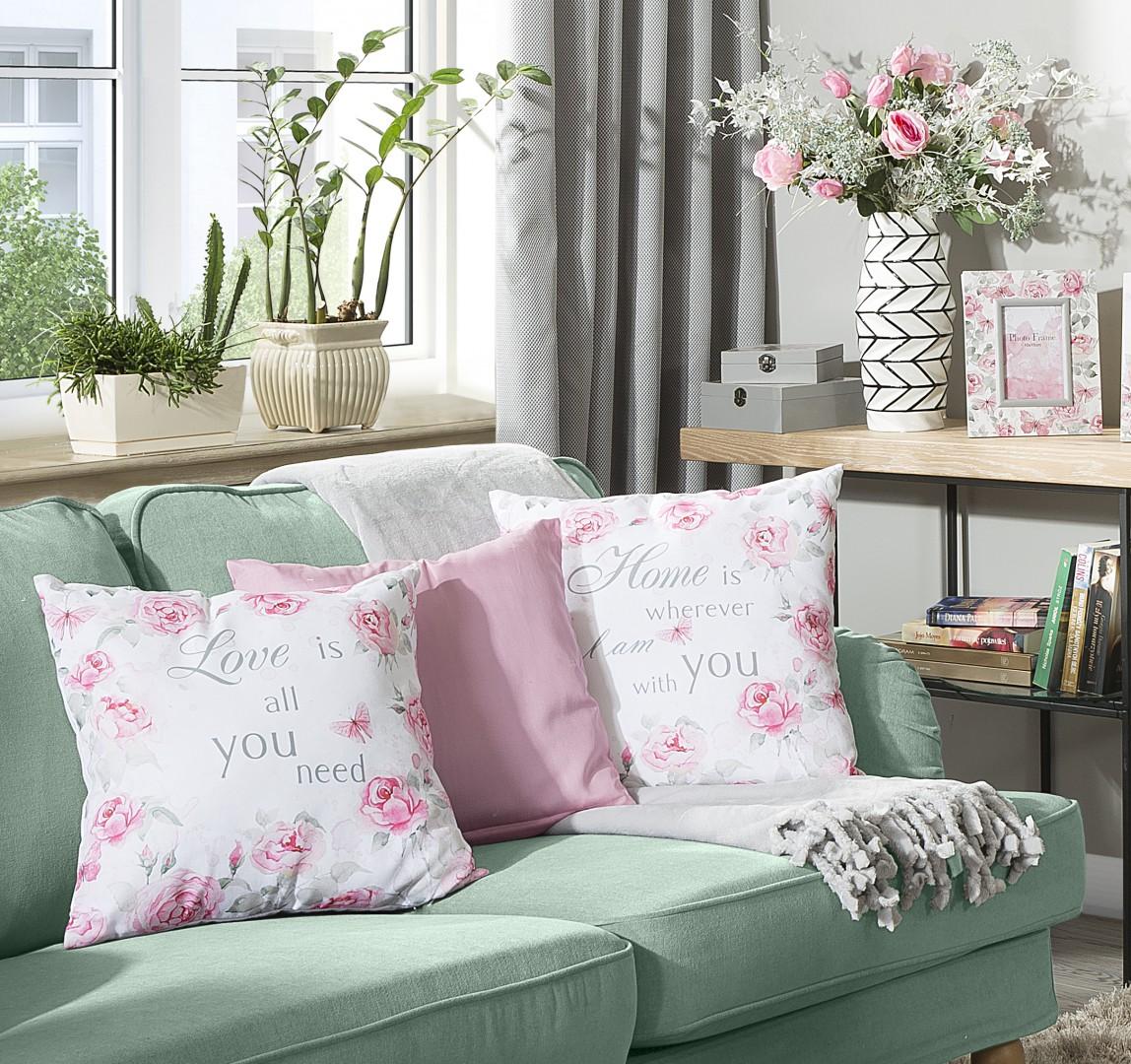 Haftowane i pastelowe poduszki pomogą w stworzeniu przytulnego nastroju. Fot. Eurofirany