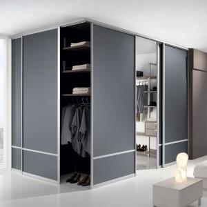 Garderoba pod zabudowę pozwala na maksymalne wykorzystanie dostępnego miejsca. Fot. Komandor