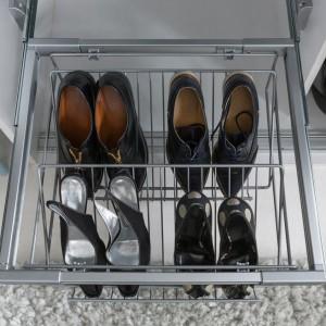 Szafa Nadir - szuflada na buty. Fot. BRW