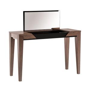 Sempre (Mebin) – toaletka z lustrem, udany przykład mebla w duchu postmodernizmu. Materiał: lite drewno dębowe i naturalna okleina dębowa.