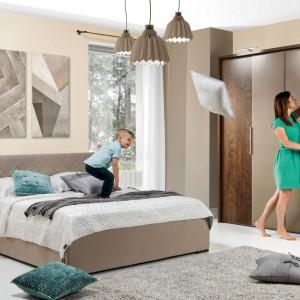 Sypialnia Rea w ciepłych kolorach pozwoli wyciszyć się przed snem. Fot. Wajnert Meble