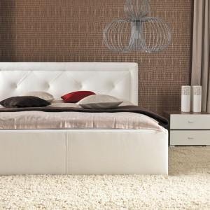 Łóżko Karo prezentuje się elegancko i nowocześnie. Fot. Wajnert Meble