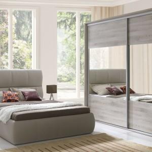 Dalia to łóżko z wysokim, tapicerowanym zagłówkiem. Doskonale wspiera plecy podczas czytania przed snem. Fot. Wajnert Meble