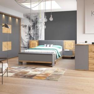 Sypialnia Livorno firmy Szynaka Meble to połączenie drewna i szarej matowej płyty. Fot. Szynaka Meble