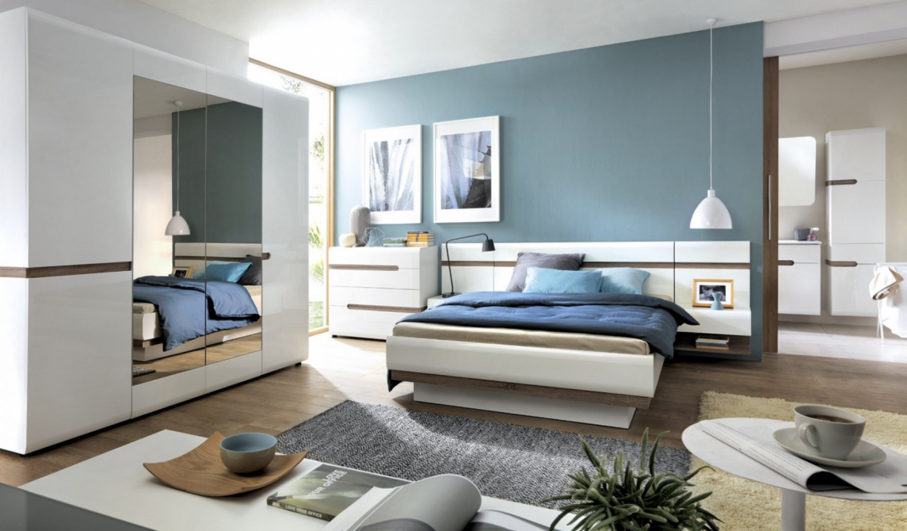 Sypialnia Linate jest nowoczesna i jasna. Duża szafa z łatwością pomieści ubrania dwóch osób, a duże łóżko zapewni wygodą przestrzeń do wypoczynku. Fot. Meble Wójcik