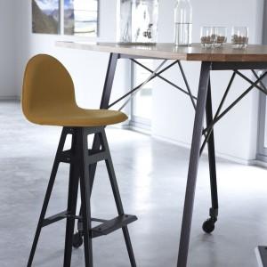 Hoker i stolik holenderskiej marki Spoinq. Fot. Spoinq/BM Housing