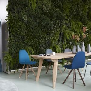 Krzesła i stół holenderskiej marki Spoinq. Fot. Spoinq/BM Housing