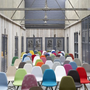 Krzesła holenderskiej marki Spoinq. Fot. Spoinq/BM Housing