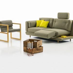 Sofa z wysuwanym podnóżkiem. Fot. Brühl