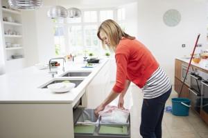 Kosz w kuchni. Ukryty w szafce, czy wolno stojący?