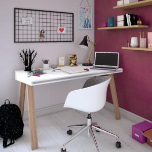 Wyraziste kolory w miejscu pracy pobudzą kreatywność. Na zdjęciu aranżacja z wykorzystaniem farb Beckers Designer Colour, kolory Misty Violet, Vivid Pink. Fot. Beckers
